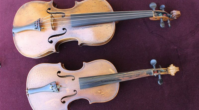 По-малката цигулка е най-първата - на нея Ваня е свирила, когато е била петгодишна